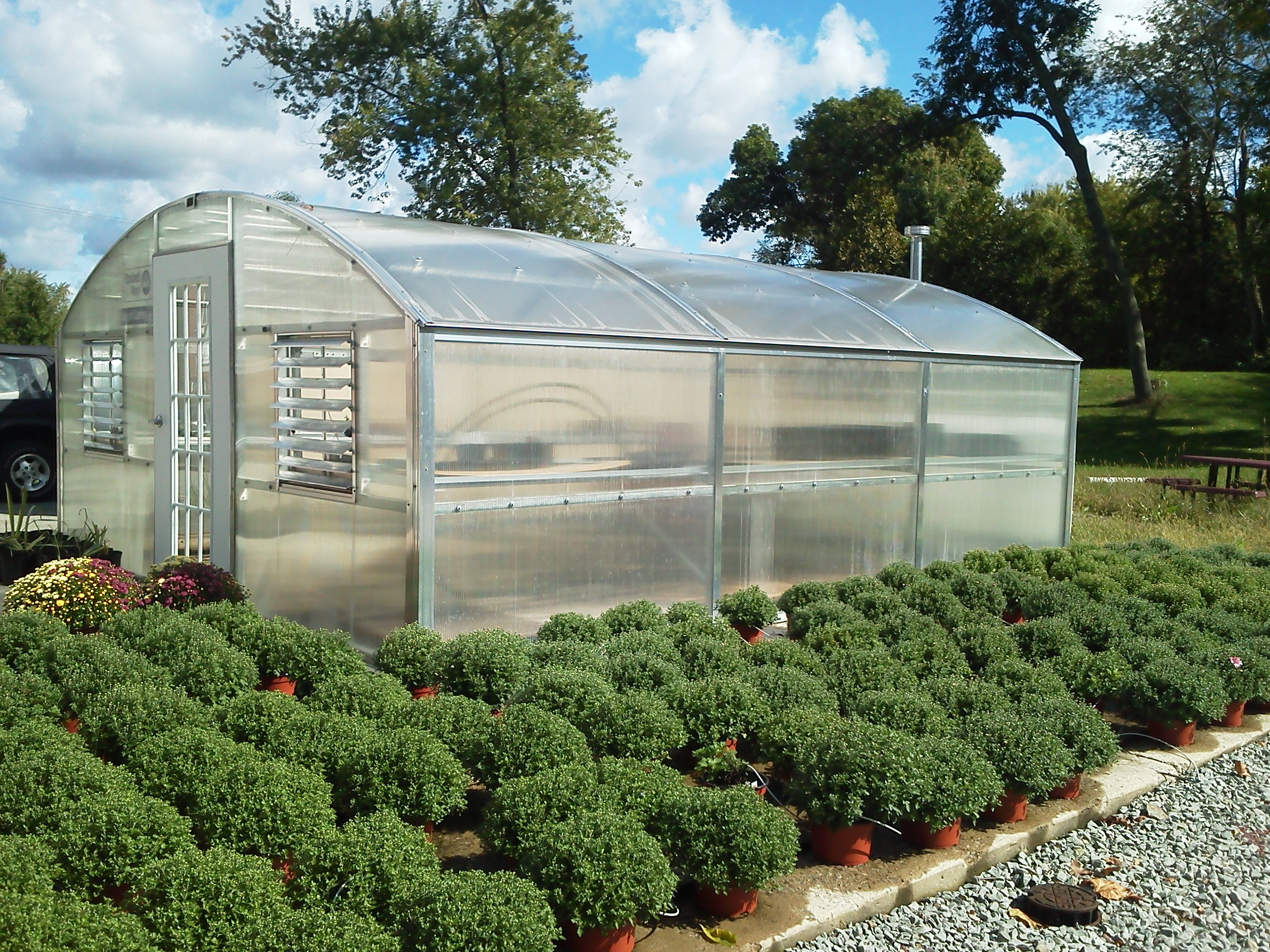 Curved Eave Polyarbonate Greenhouse