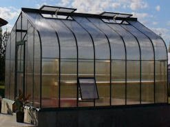 Greenhouse with side vent